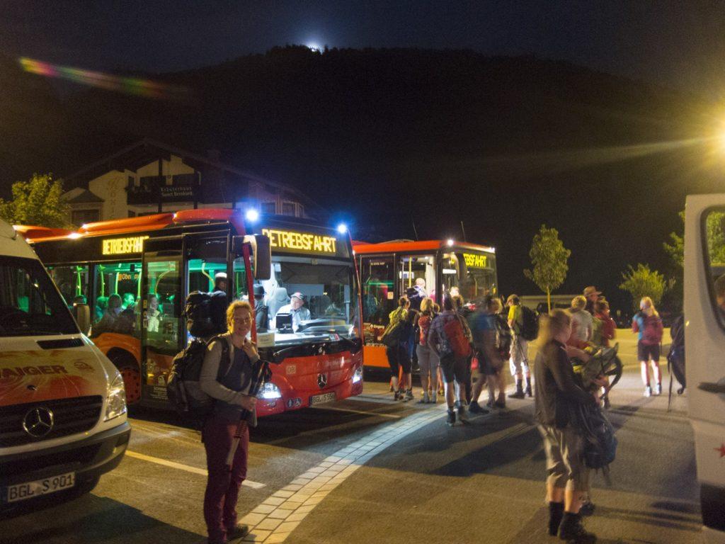Bild von Bussen am Parkplatz Königssee.